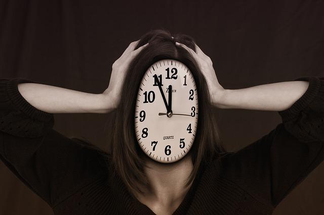 hodiny na hlavě